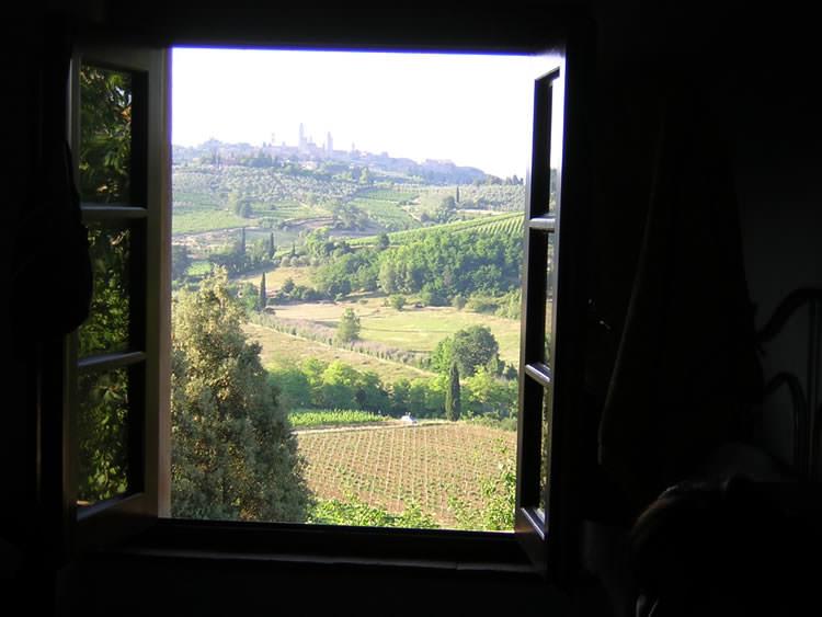 poggiacolle habitacin con vistas sobre la campia toscana y san gimignano