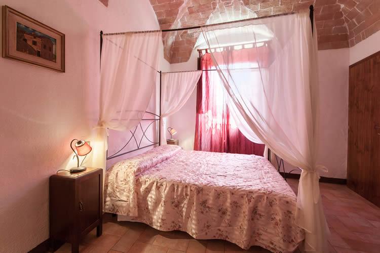 Tuscany holiday apartments accommodation Tuscan farmhouse San ...
